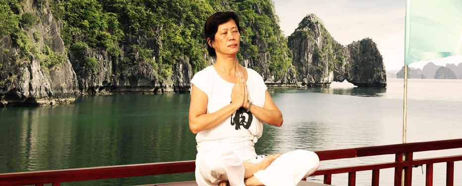 Halong bay - yoga on boat